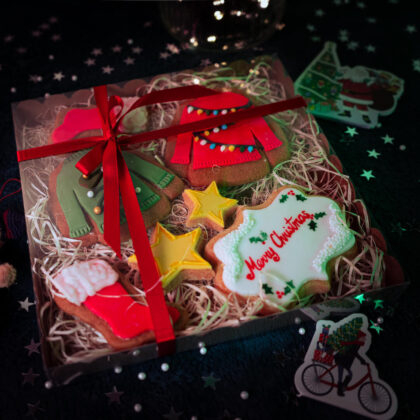 Christmas jumper cookie gifts