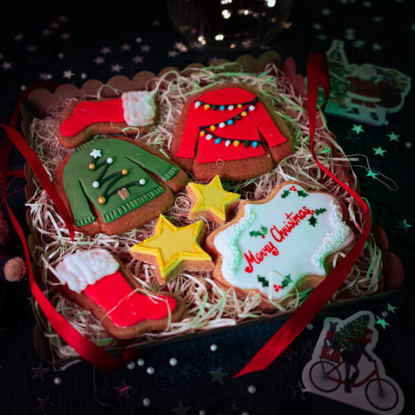 Christmas jumper cookie gifts set box open