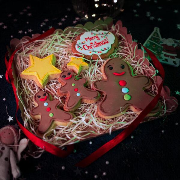 Gingerbread men cookie gift set open